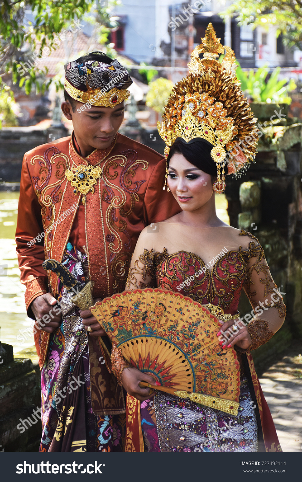 BALI INDONESIA AUGUST 21 Balinese Couple Stock Photo (Royalty Free ...
