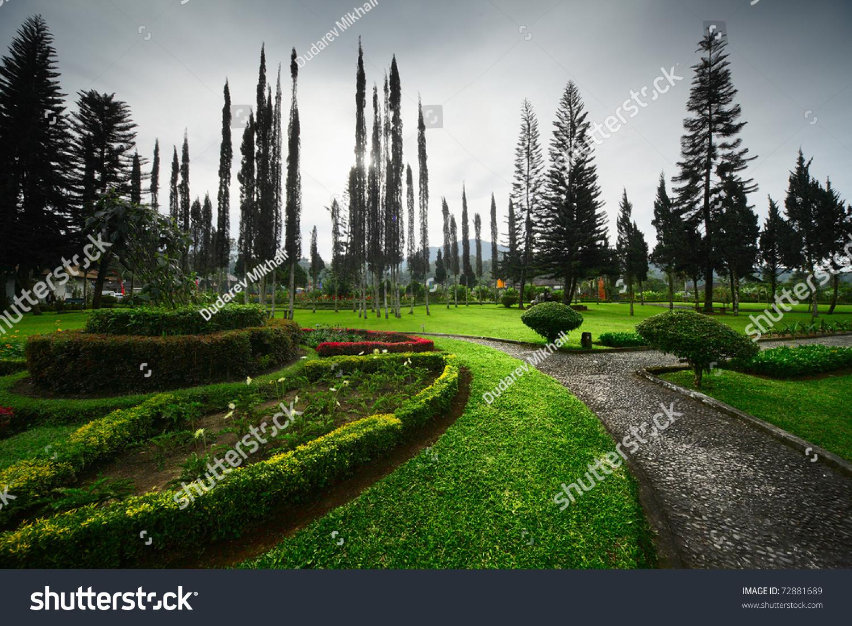 City garden green grass brick paths stock photo 72881689 for Garden city trees
