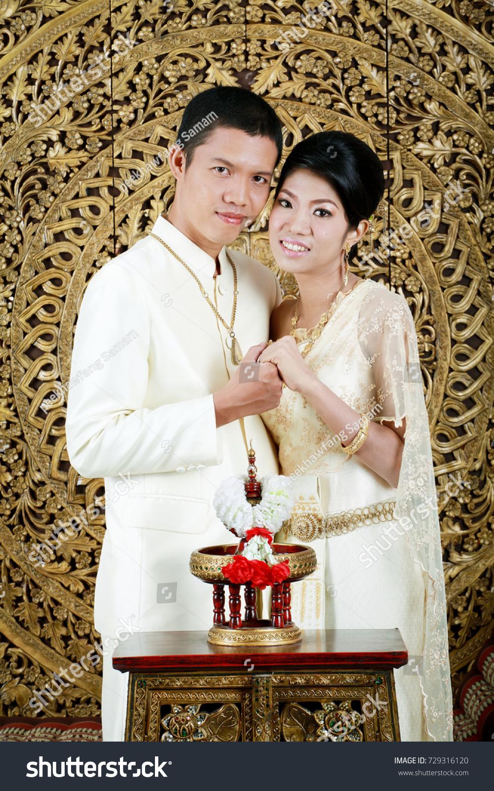 Asian Men Women Thai Traditional Wedding Stock Photo 729316120 ...