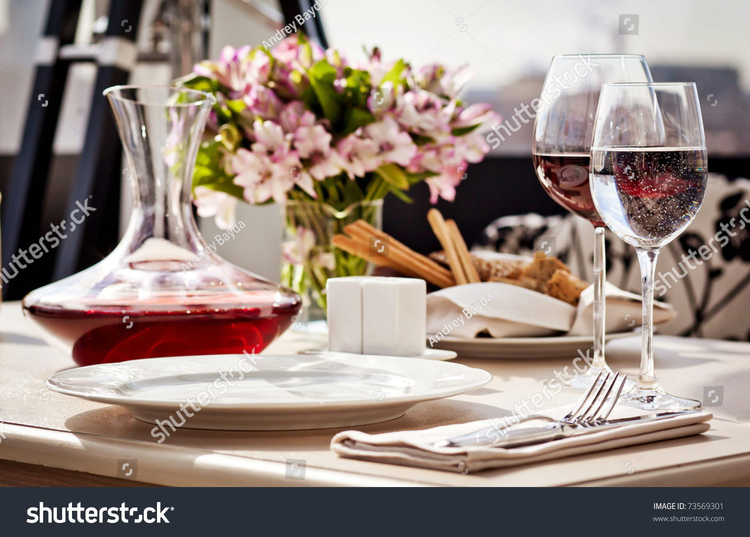 Fancy restaurant table setting - Fine Restaurant Dinner Table Place Setting Napkin Wineglass Plate Bread And Flowers