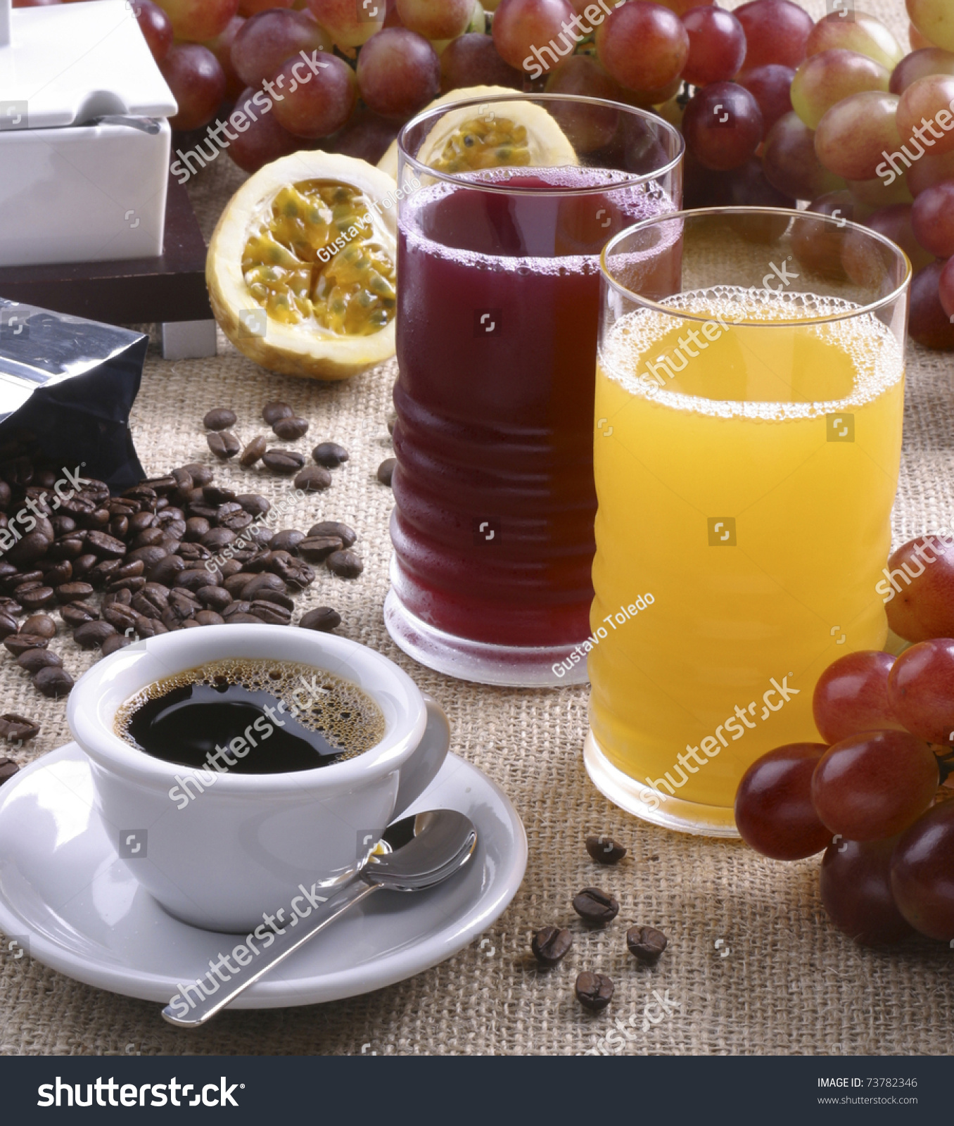 Coffee cup grape and passion fruit juice in tall glasses for Passion coffee