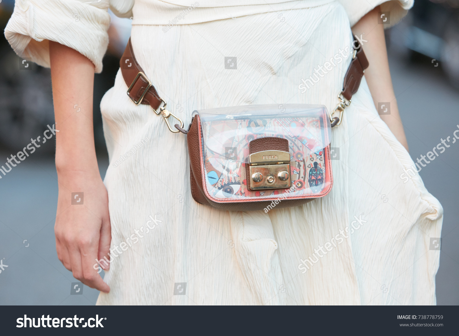 MILAN SEPTEMBER 21 Woman Furla Transparent Stockfoto (Jetzt ...