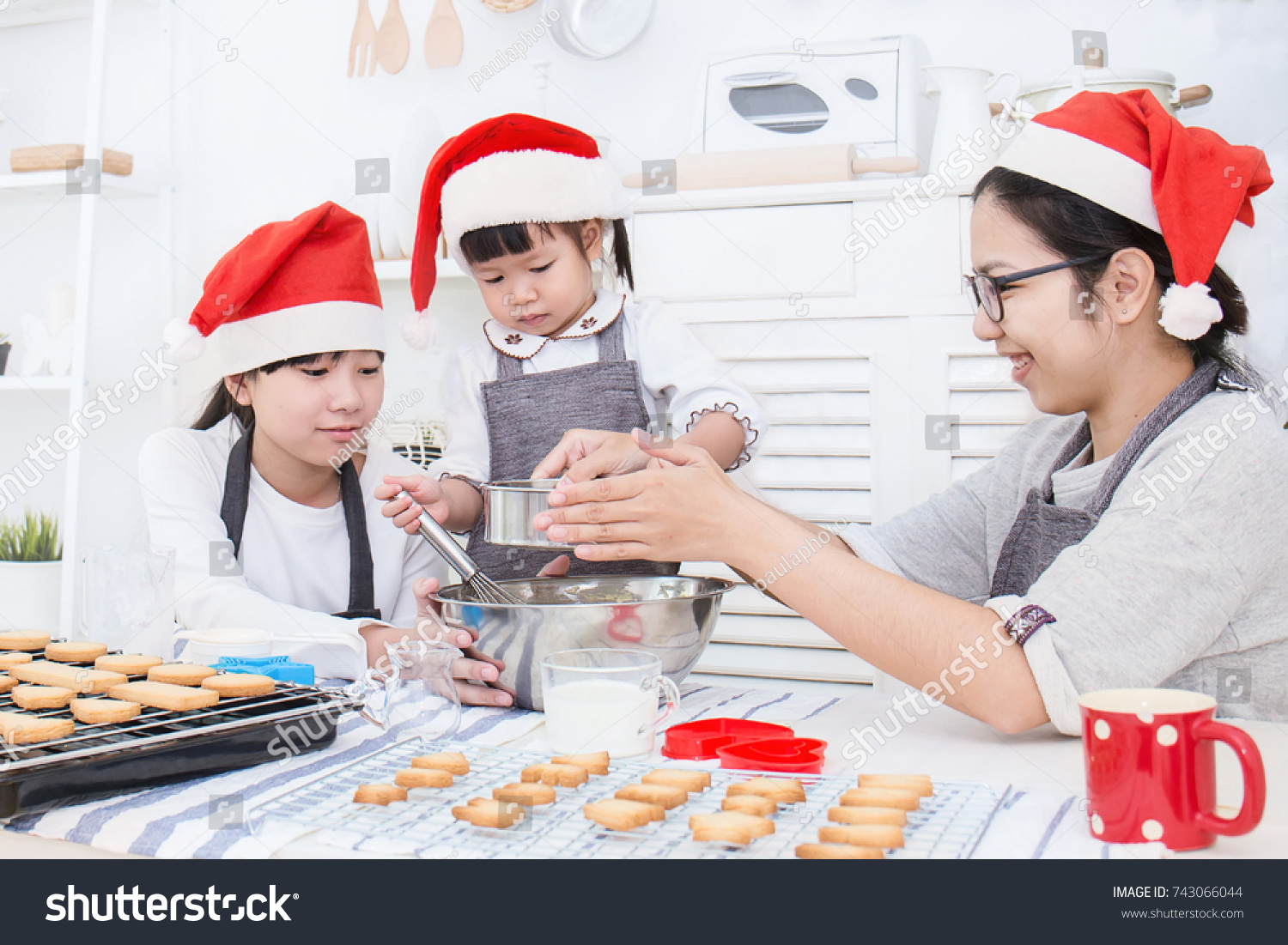 Little Asian Girl Her Mother Baking Stock Photo 743066044 - Shutterstock