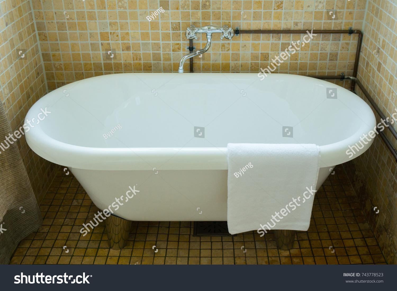 Funky Enamel Baths For Sale Component - Bathtub Design Ideas ...