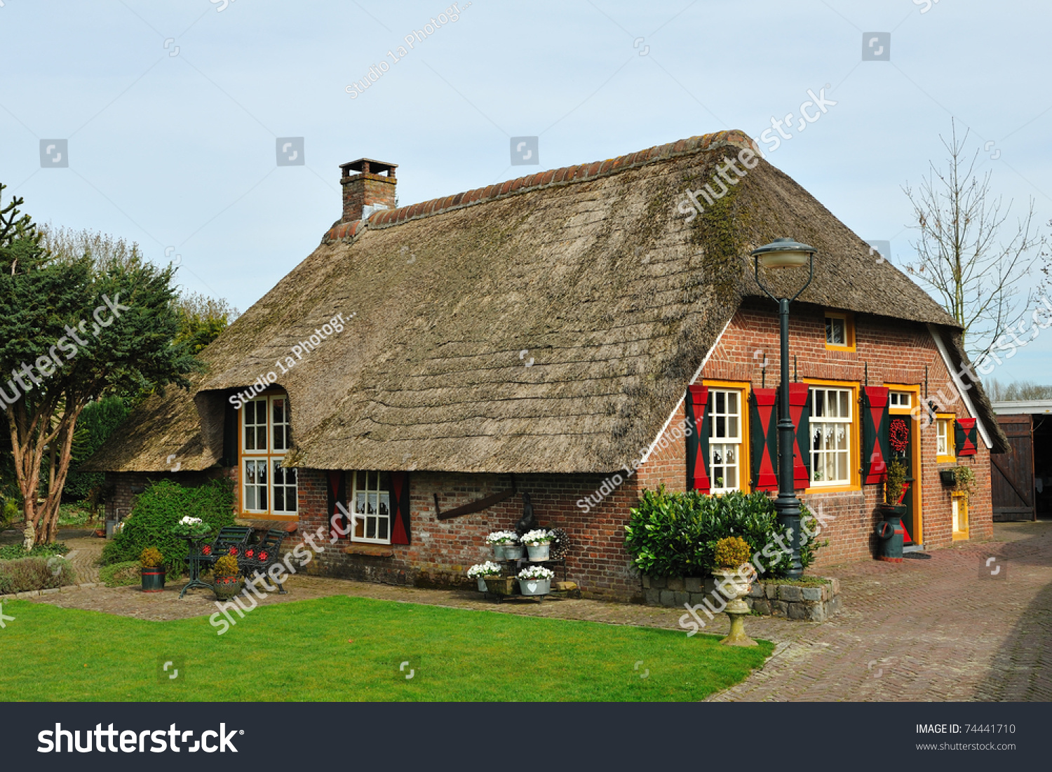 Dutch Farm House Whit Thatched Roof Stock Photo 74441710
