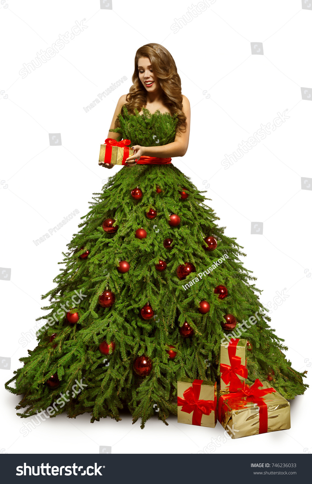 The lady eith rhe christmas tree covered in gifts