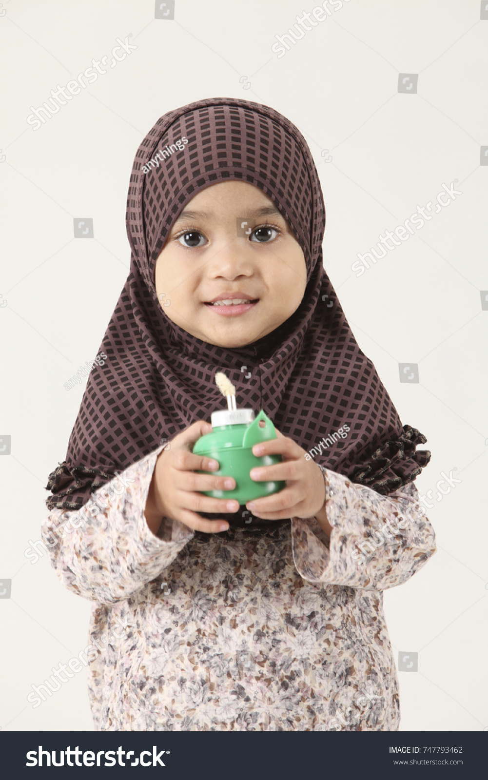 Muslim Malaysian Girl Holding Oil Lamp Stock Photo 747793462 ... for Girl Holding Lamp  588gtk