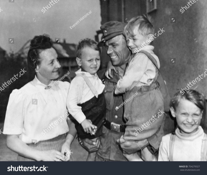 discharged german soldier fritz reidel returned の写真素材 今すぐ