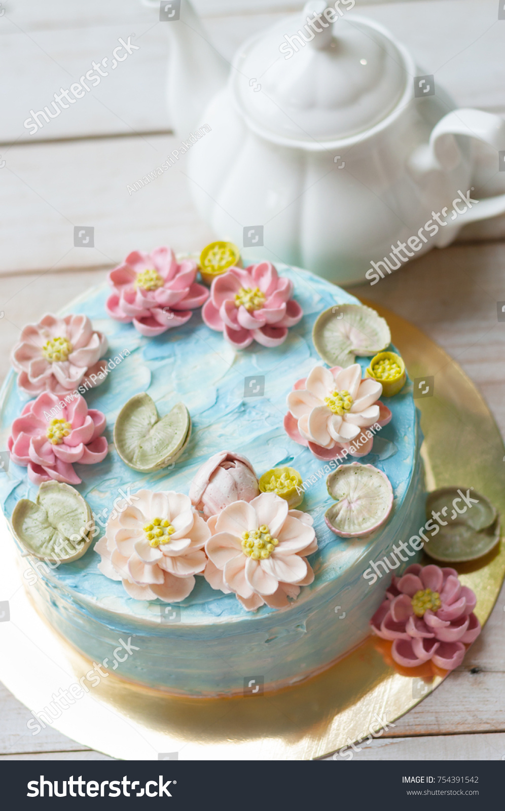 Buttercream Lotus Flower Pond Cake Stock Photo Edit Now 754391542