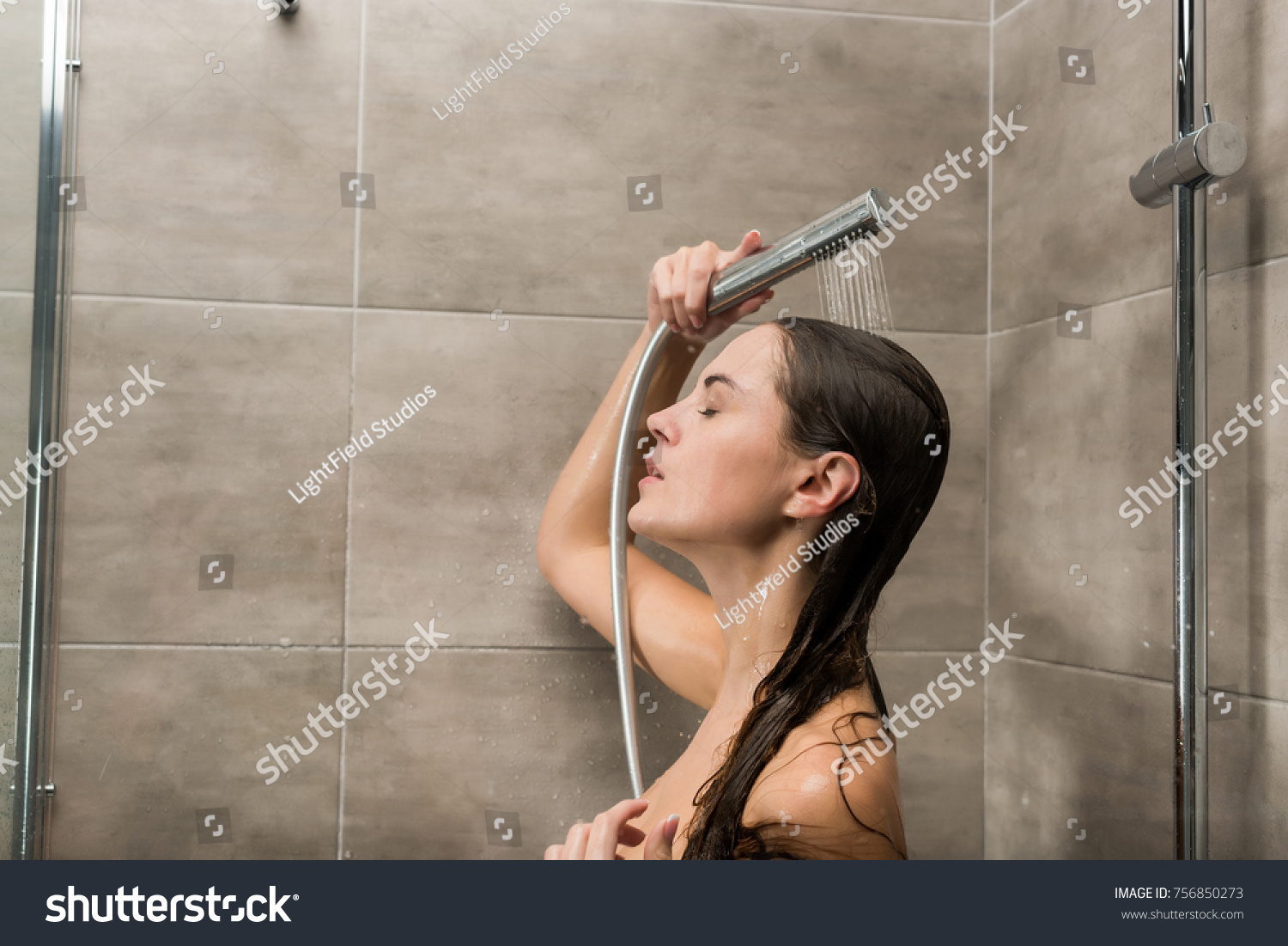 Really. Girl naked playing with the shower head can not