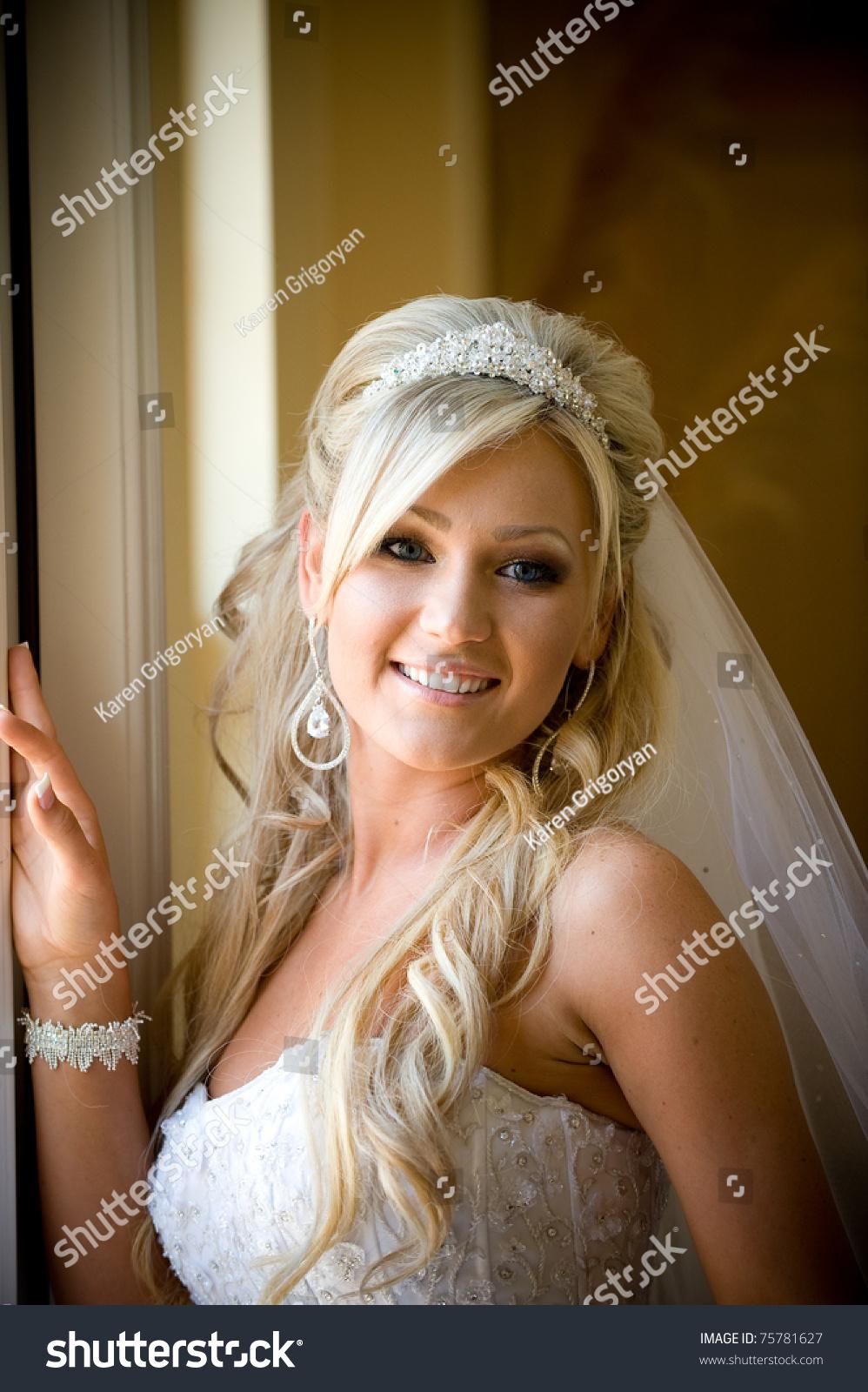 Свадебные прически на круглое лицо с челкой