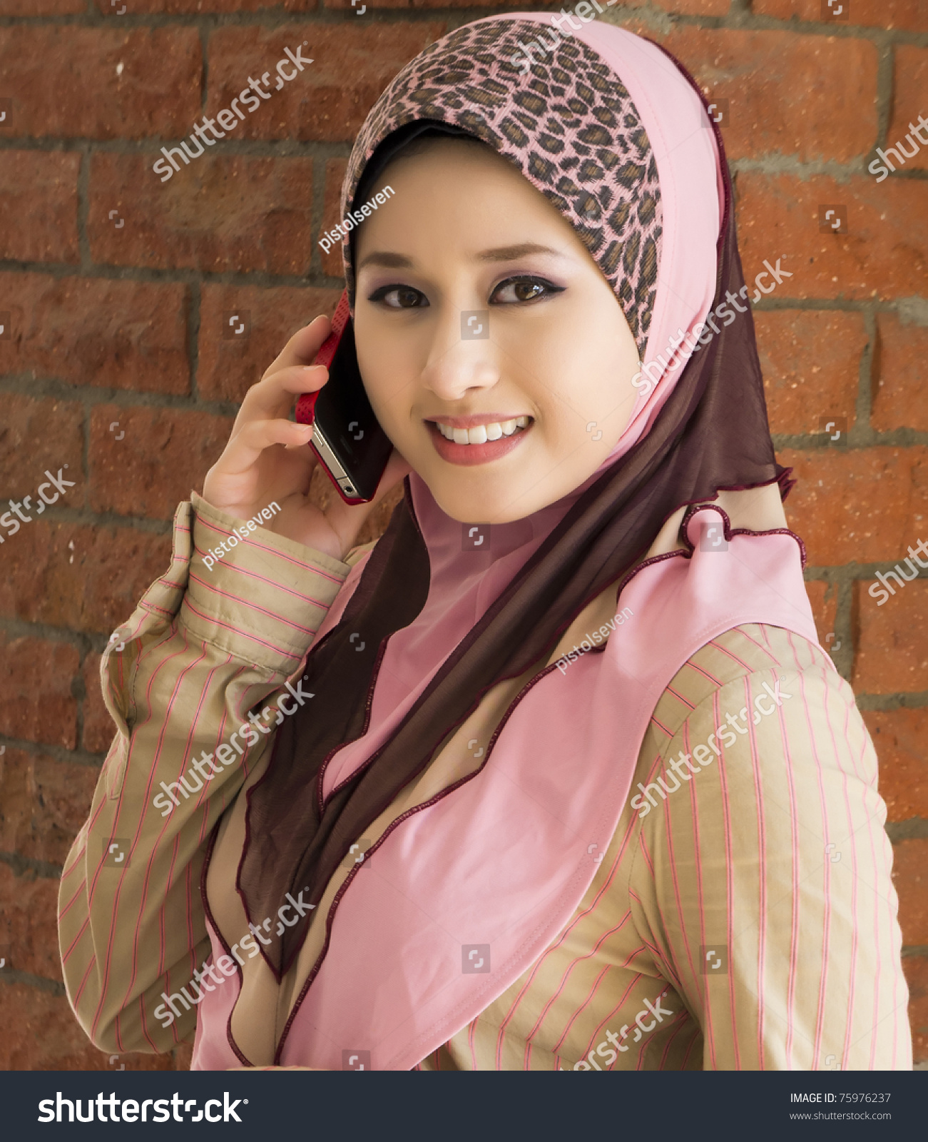 young single muslim girls 8 things to expect when dating a muslim girl  8 essential rules for banging a single  now they have isis raping young girls if im talking to a muslim online i.