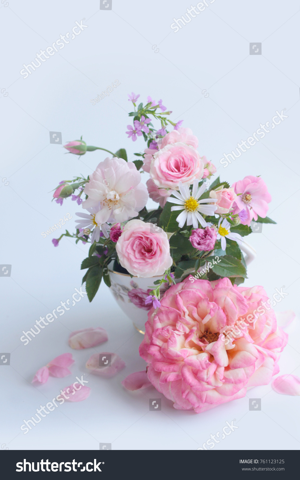 Beautiful Rose Flower Bouquet Decoration Card Flower Stock Photo ...
