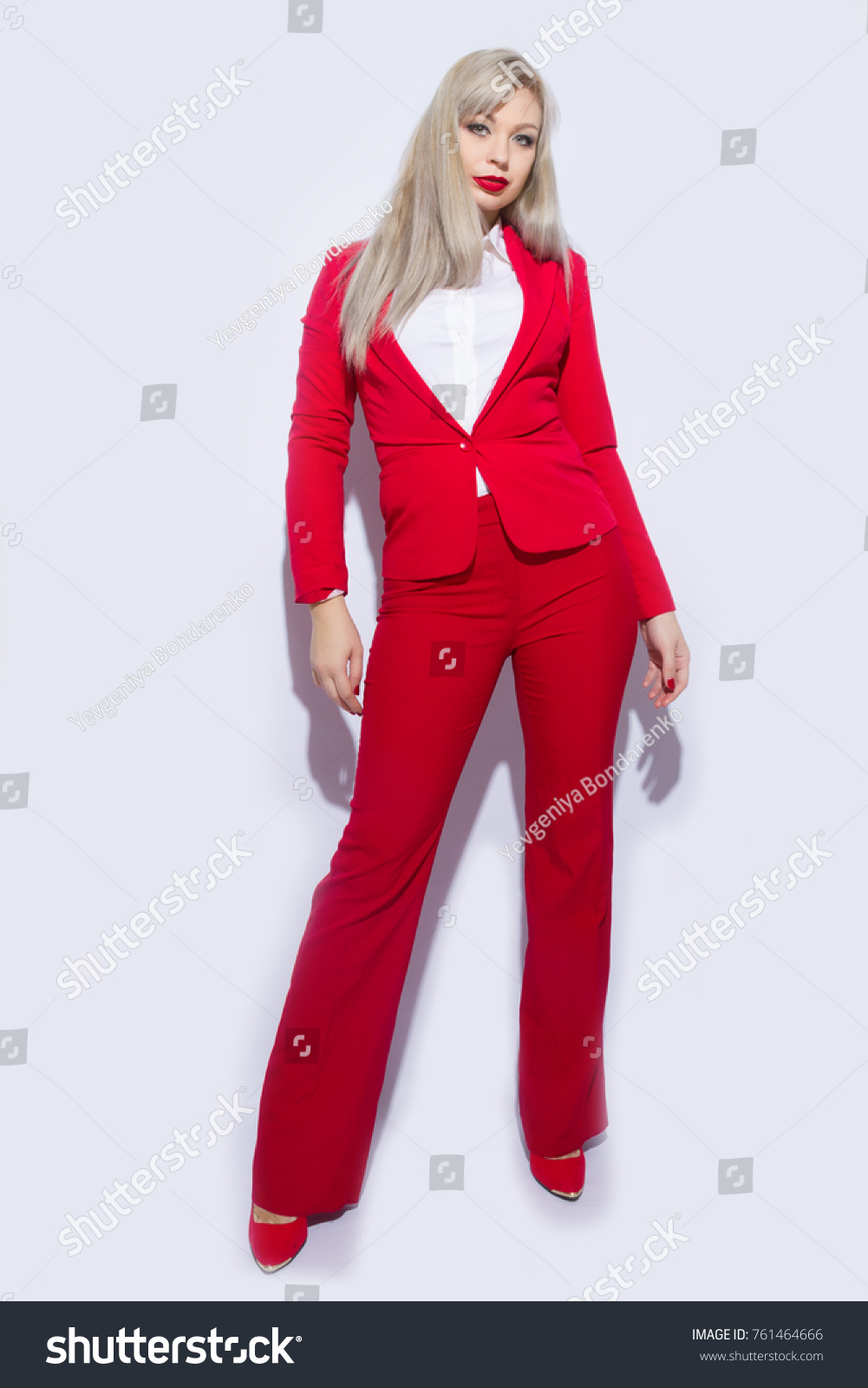Watch - How to pants red wear in spring video