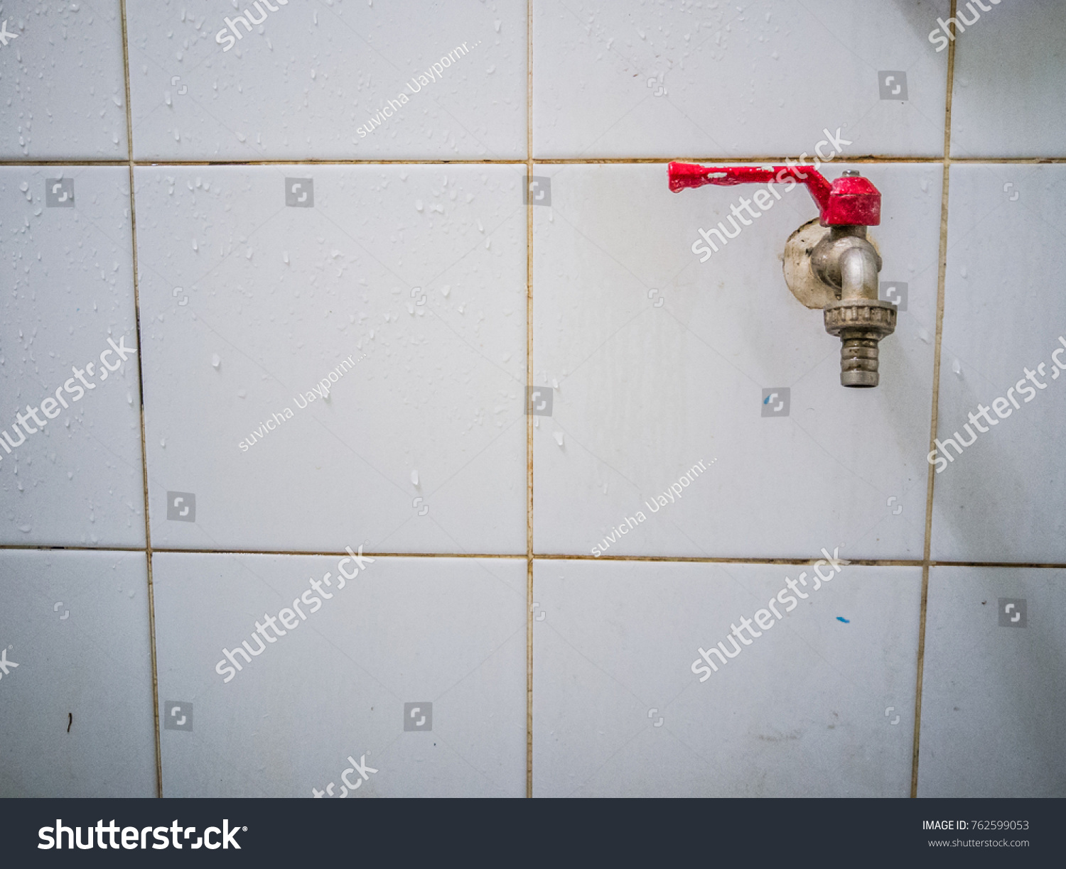 Red Water Faucet Stuck On Wet Stock Photo 762599053 - Shutterstock