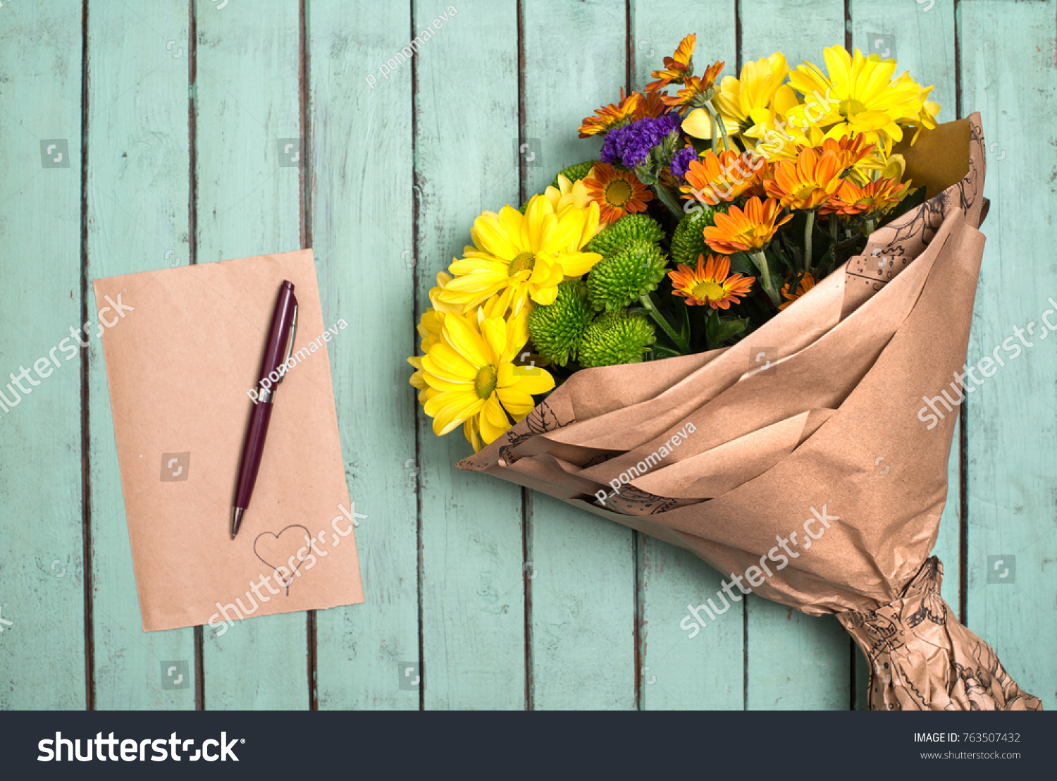 Blank Brown Paper Pen Flower Bouquet Stock Photo (Royalty Free ...