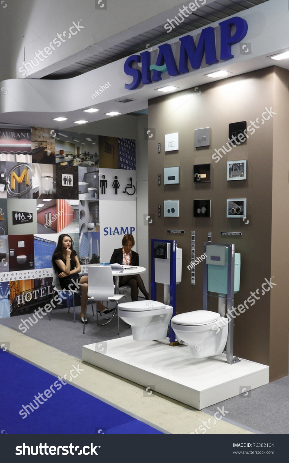 Moscowapril 4 Customers Visiting Exhibits Europes Stock Photo  # Expo Muebles Wtc D'Europe