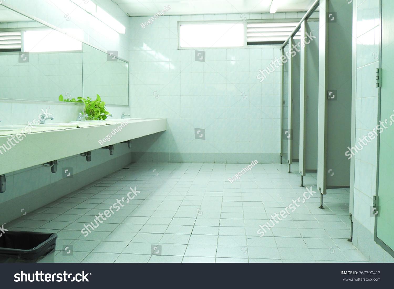 Public Toiletrestroomlavatorywater Closet WC White Basins Ceramic ...