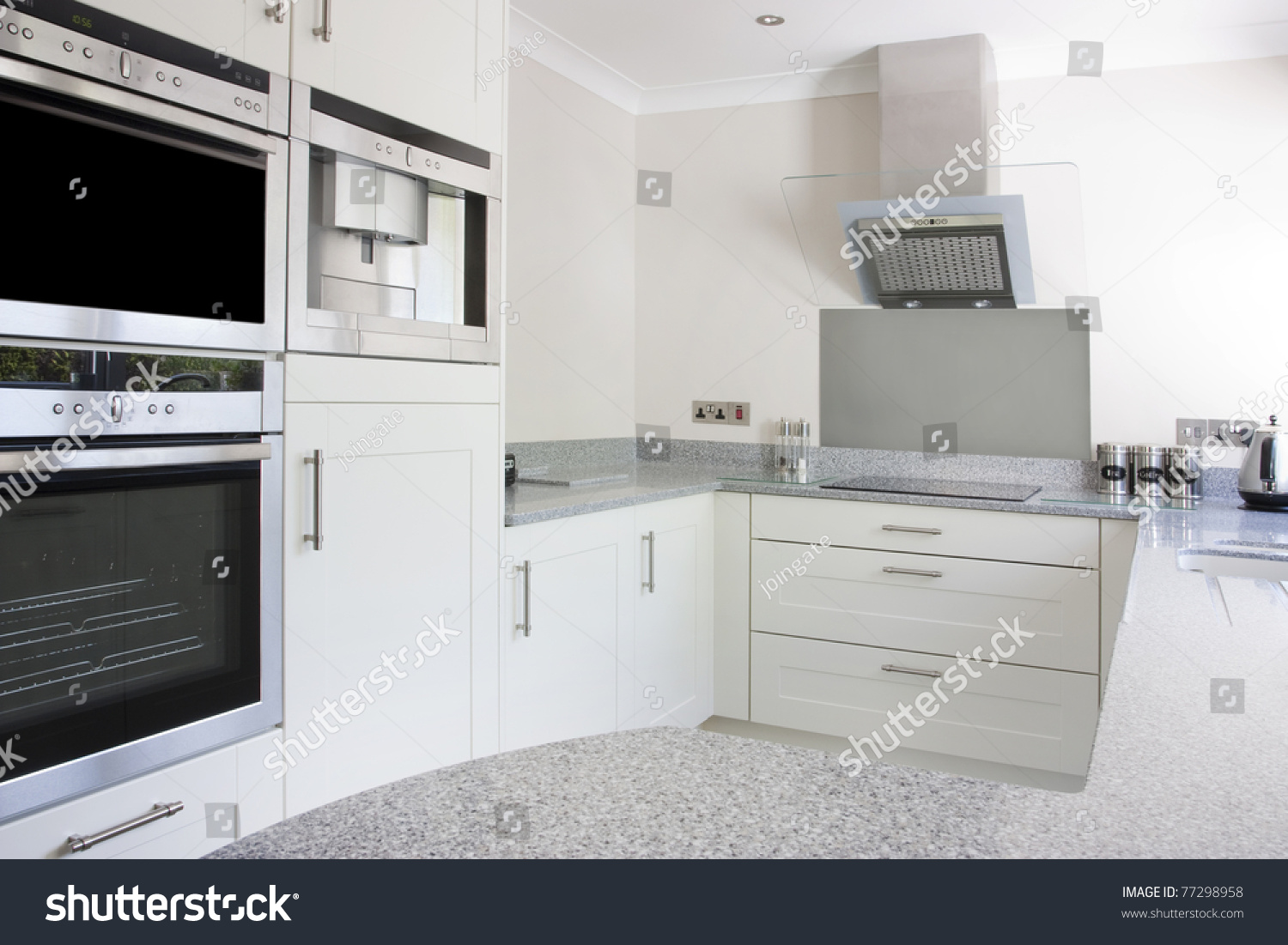 Extractor fan for kitchen - Modern Kitchen With Built In Ovens And Hob And Extractor Fan