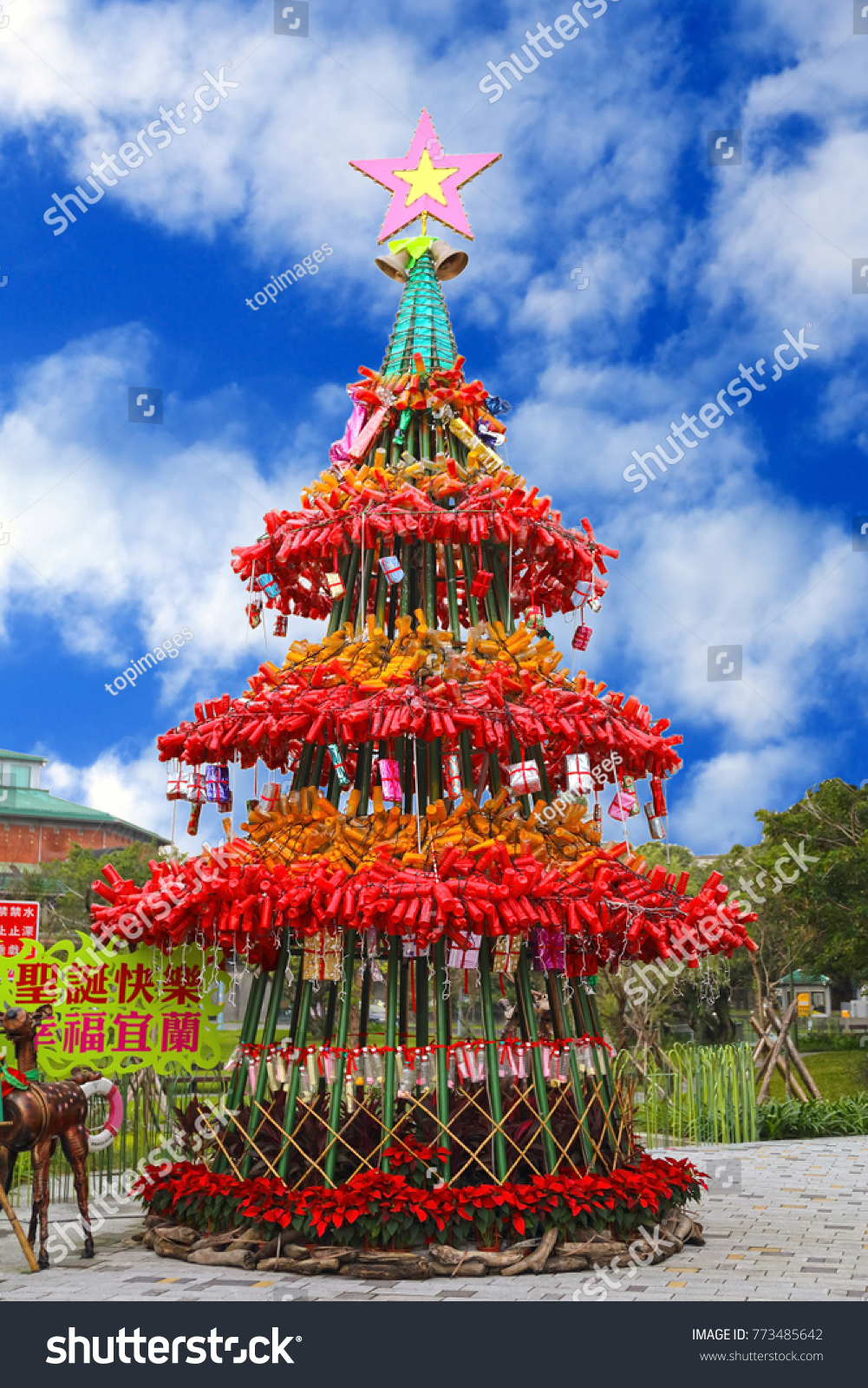 pet bottle recycling christmas tree translation meaning merry christmas - What Is The Meaning Of The Christmas Tree