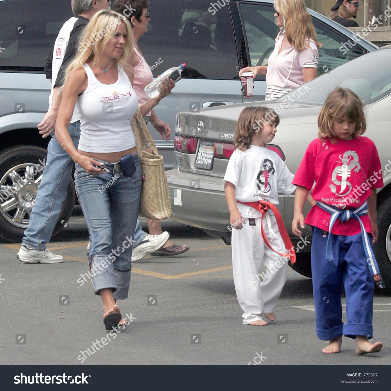 Памела андерсон и ее дети 2018 фото