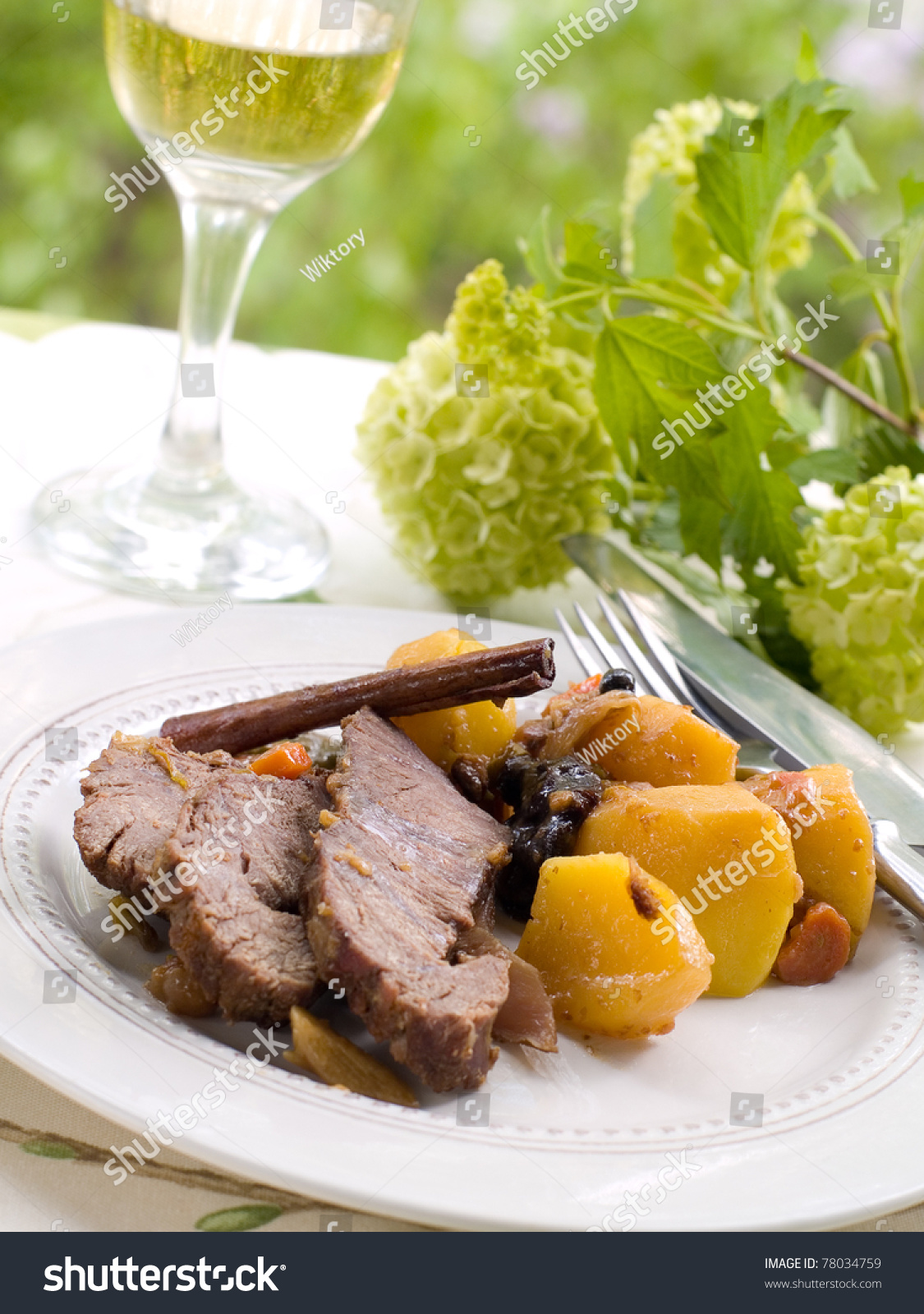 how to cook a beef roast with potatoes and carrots