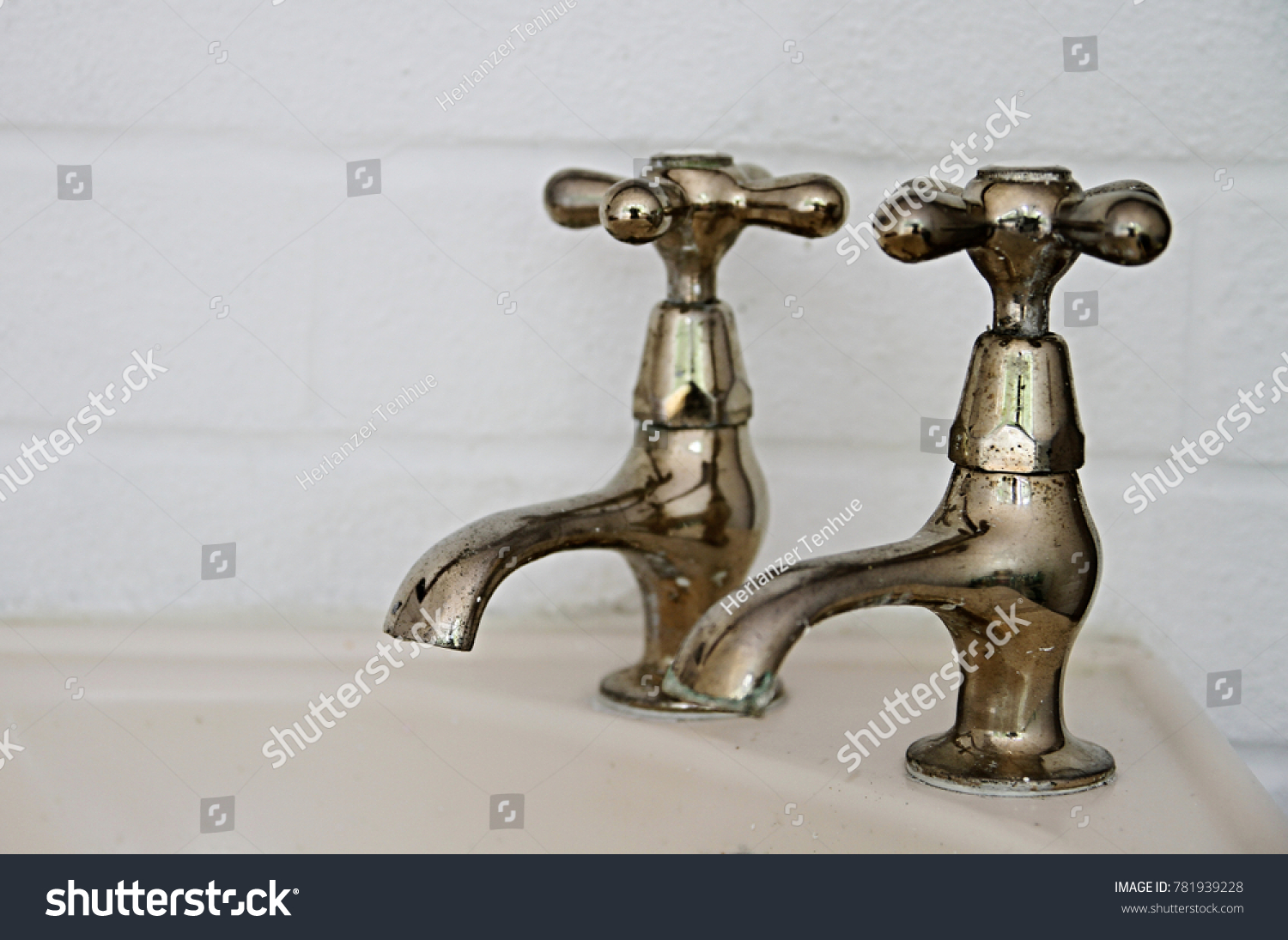 Two Old Taps On Bathroom Sink Stock Photo 781939228 - Shutterstock