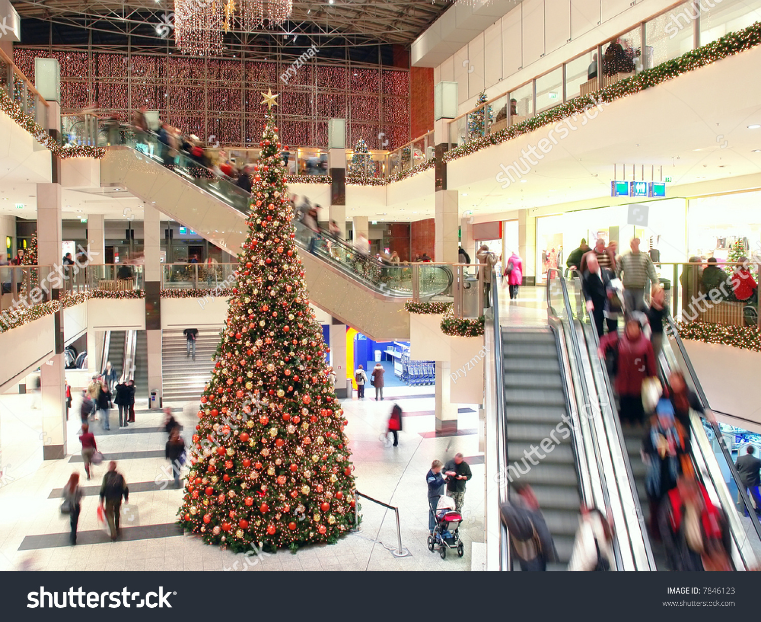 Giant Christmas Tree Shopping Mall Stock Photo 7846123 - Shutterstock