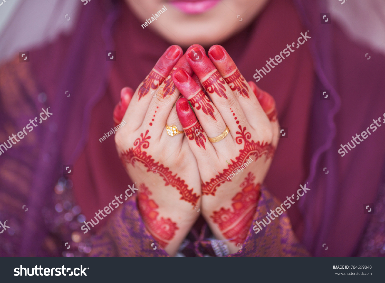 Henna Wedding Ring On Bride Hand Stock Photo (Edit Now)- Shutterstock