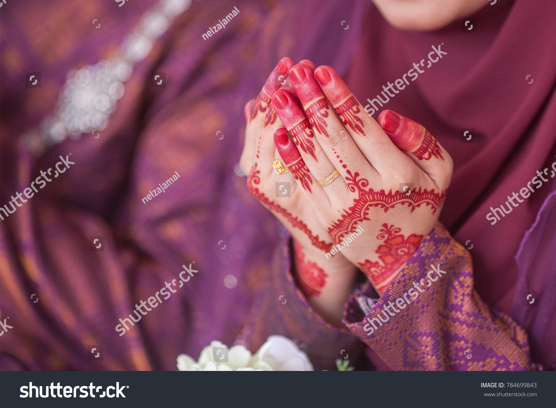 Henna Wedding Ring On Bride Hand Stock Photo (Edit Now) 784699843 ...