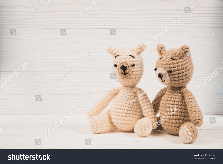 Crocheted Valentine Teddy Bears - FREE Amigurumi Crochet Pattern ... | 1102x1500