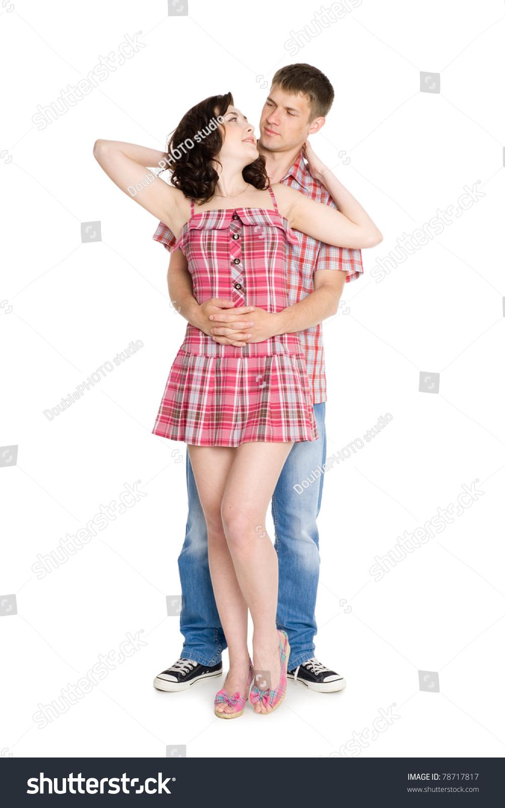 Фото парень обнимает девушку в шортах