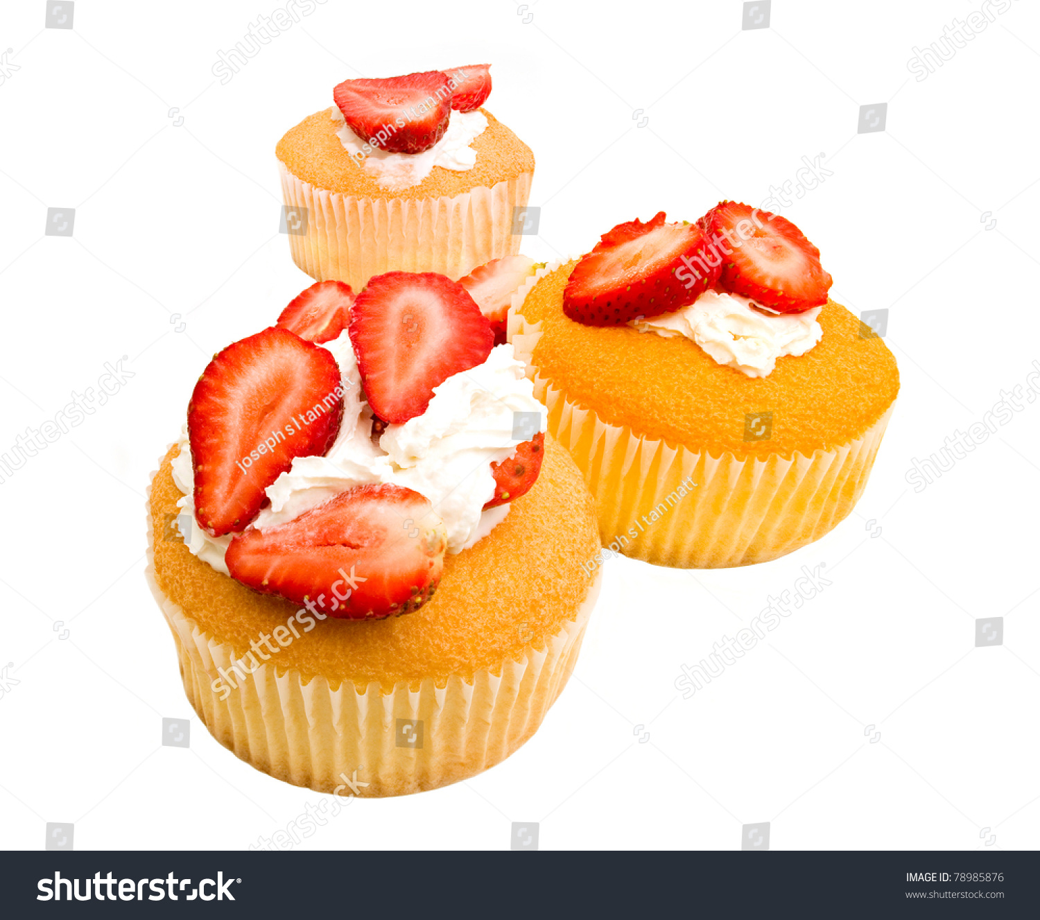topping. angel food cupcakes with slice strawberries and fresh vanilla ...