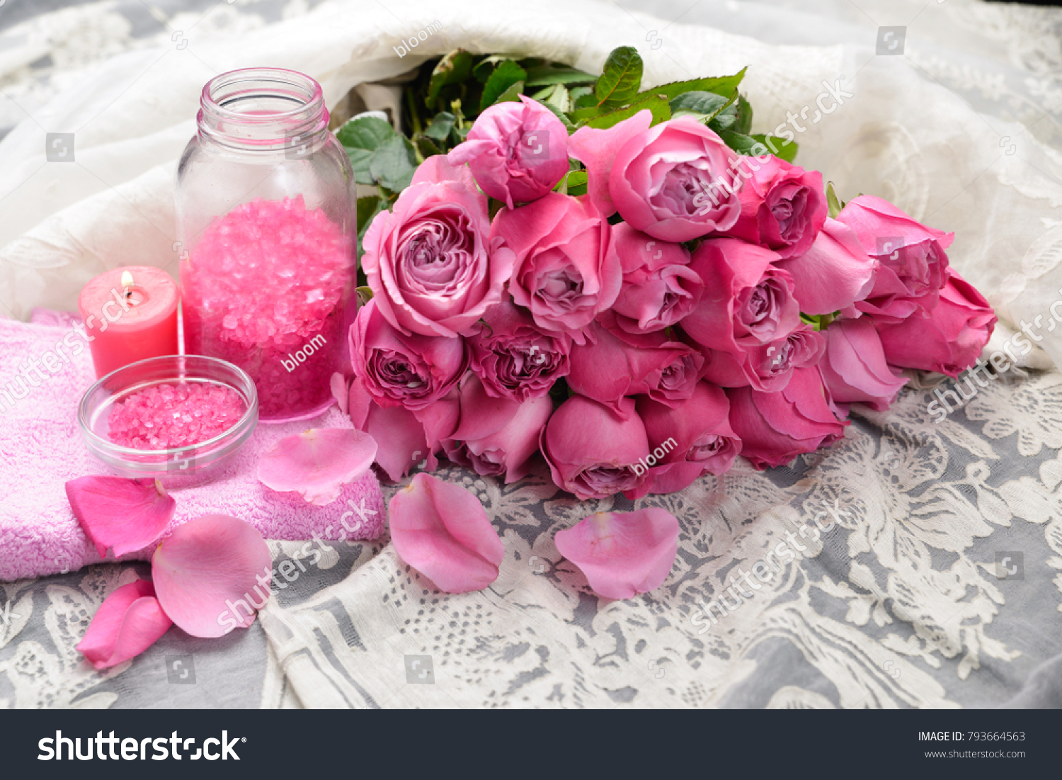 Set of bouquet roses with candle salt in bottle towel on silk ez set of bouquet roses with candle salt in bottle towel on silk ez canvas izmirmasajfo