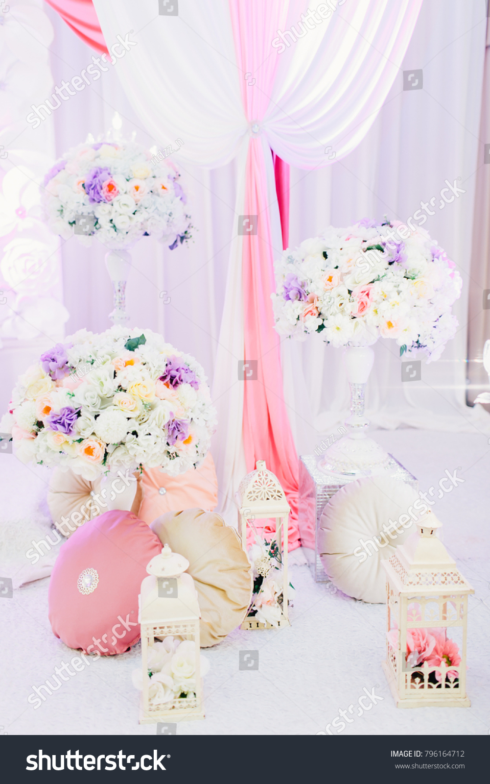 Beautiful artificial flower arrangement for wedding ceremony ez canvas id 796164712 izmirmasajfo