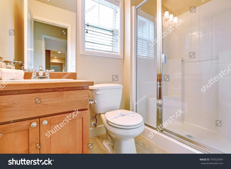 Open Door En Suite Bathroom Empty Stock Photo Edit Now 797023594
