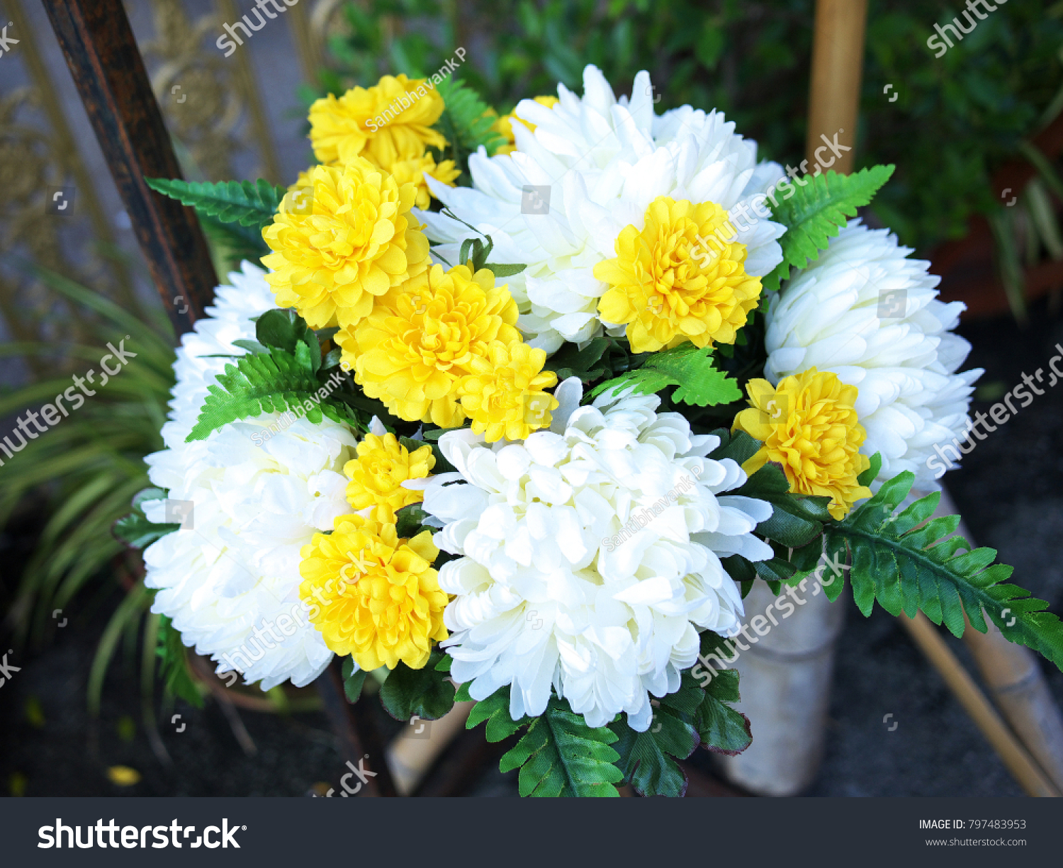 Beautiful Bunch Of White And Yellow Flowers Ez Canvas