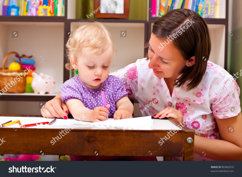 Мать учит дочь садо мазо