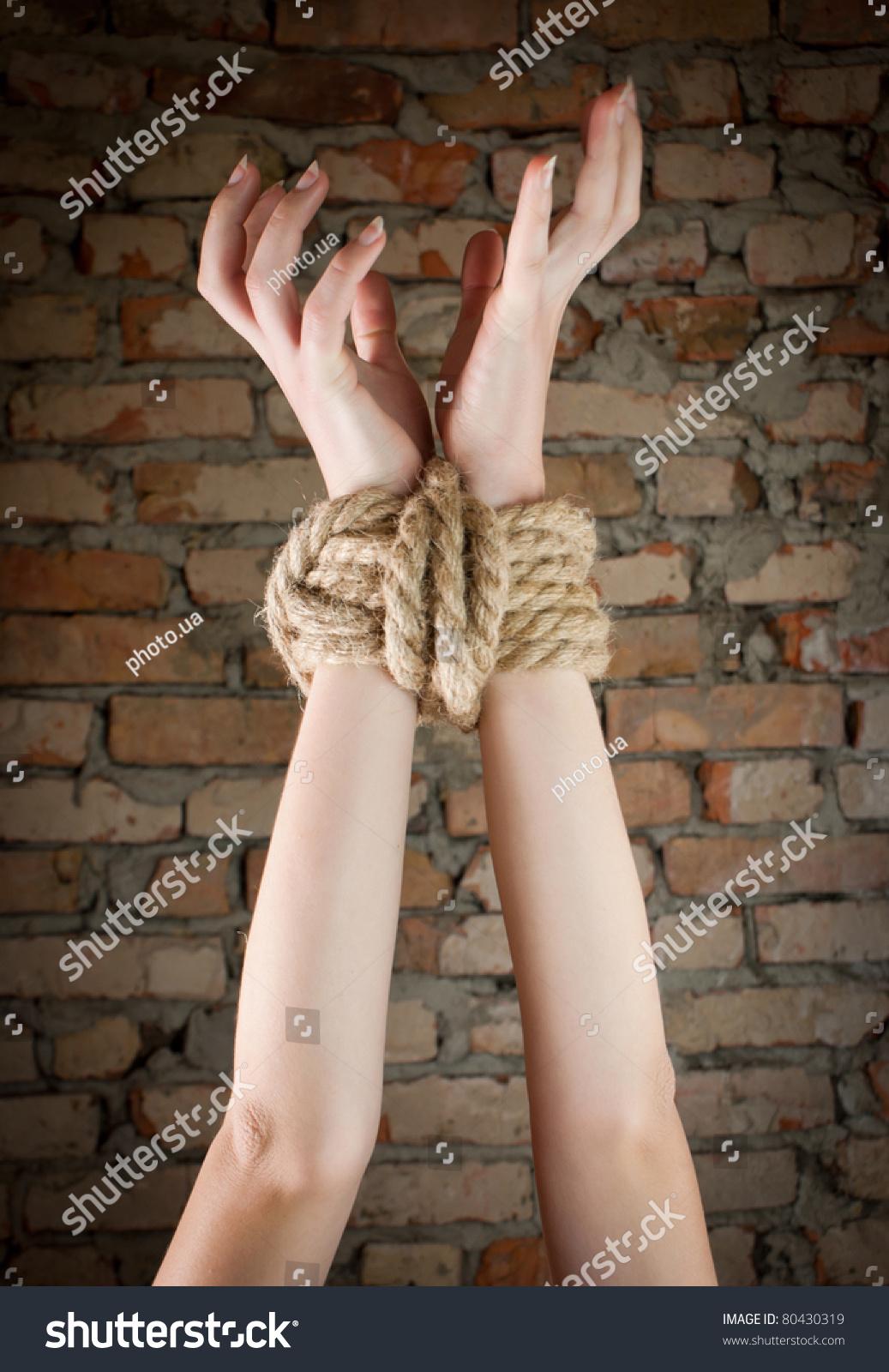 Связанные руки и ноги у девушек 10 фотография