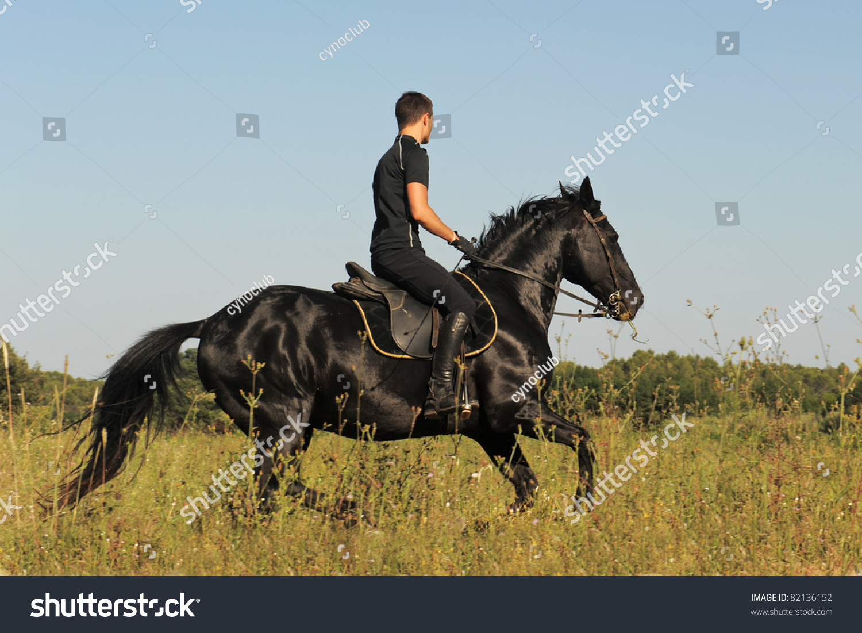 Man Riding Black Horse Foto De Stock Editar Ahora 82136152
