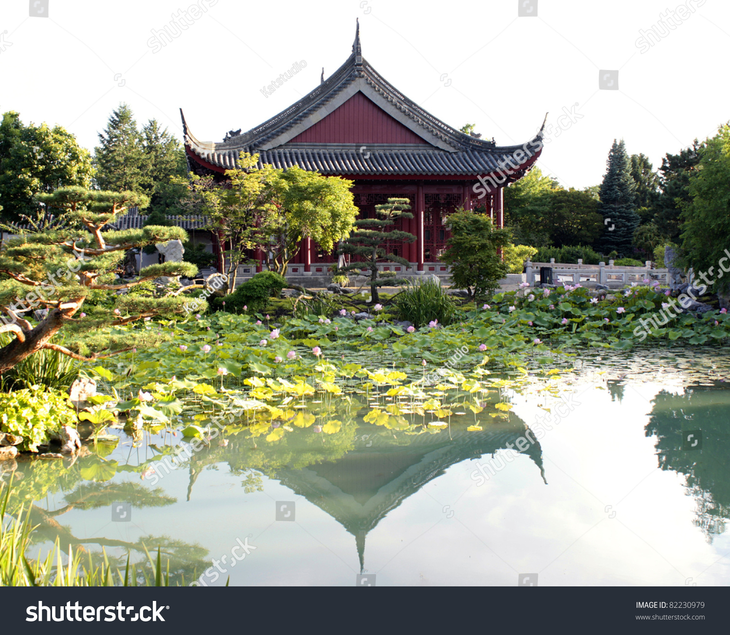 Temple Texas Traditional Home: Traditional Chinese House Near The Pond With Lotuses