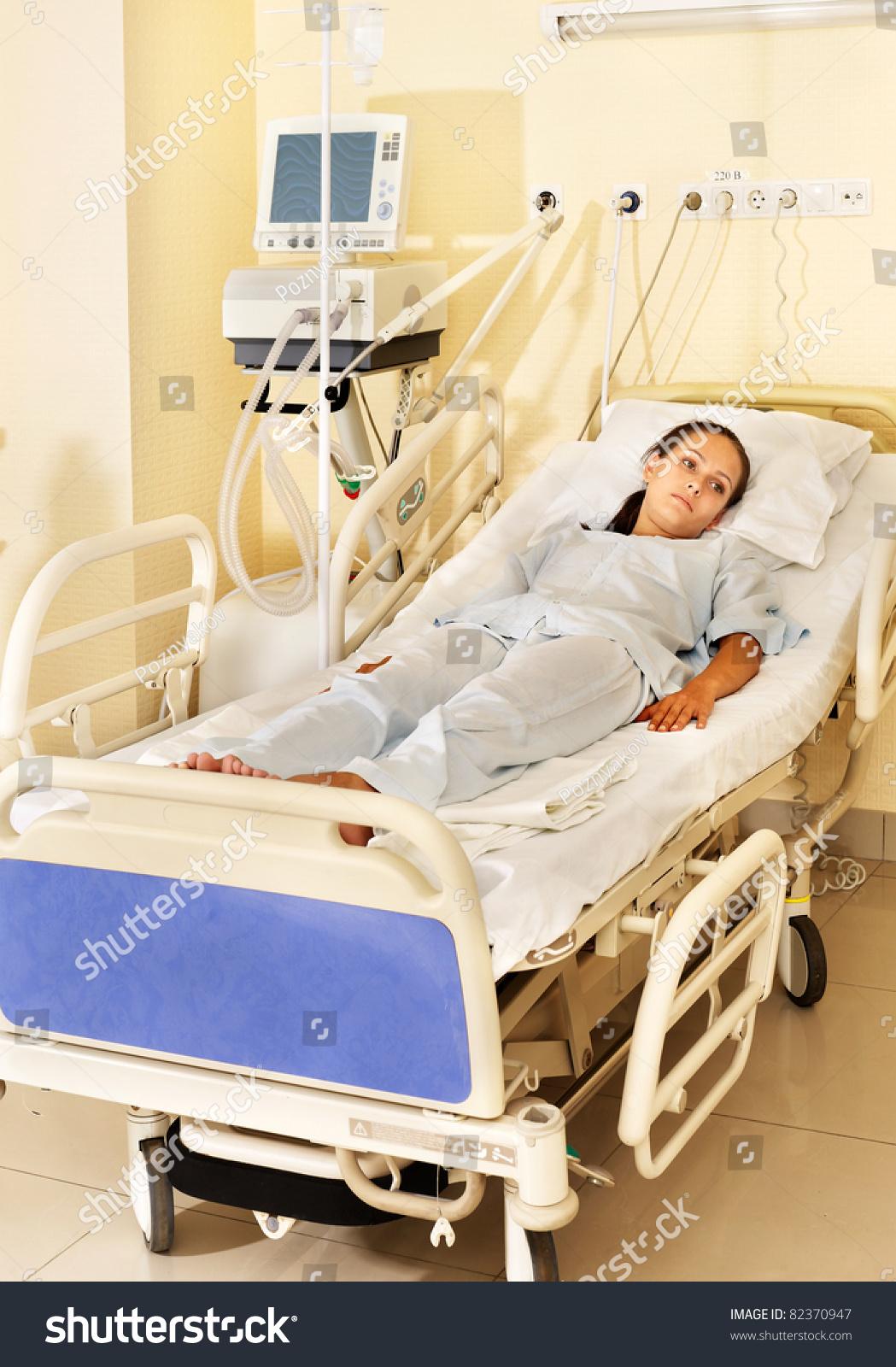 Смотреть девушек лежать в больнице онлайн фото 13 фотография
