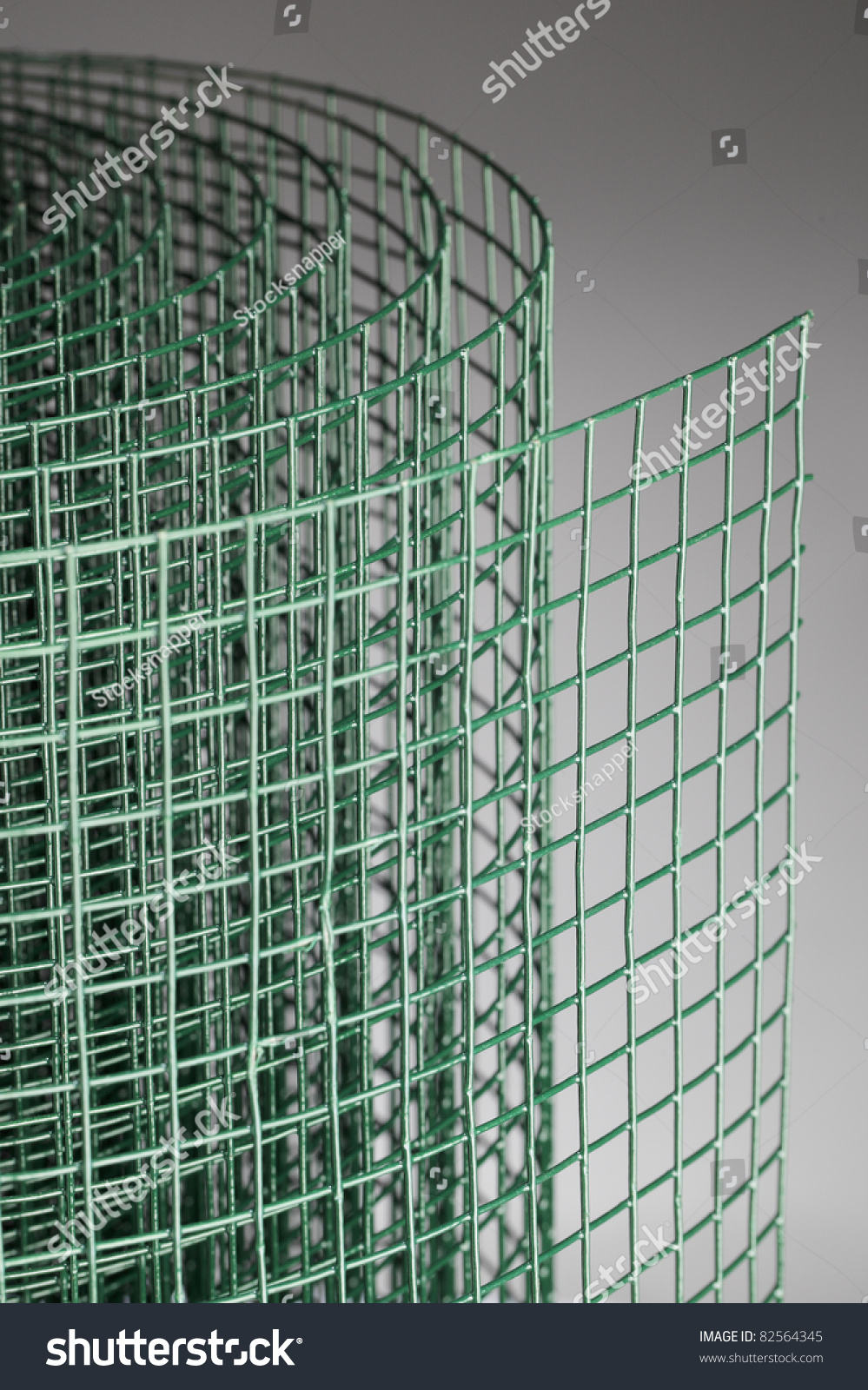 Coated green metallic wire mesh used in gardening by