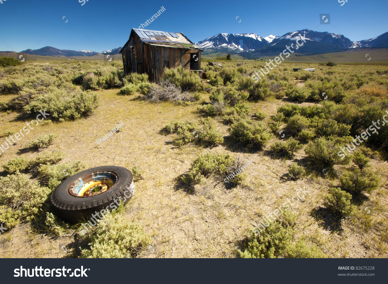 Abandoned House Front Beautiful Mountain Range Stock Photo 82675228 - Shutterstock