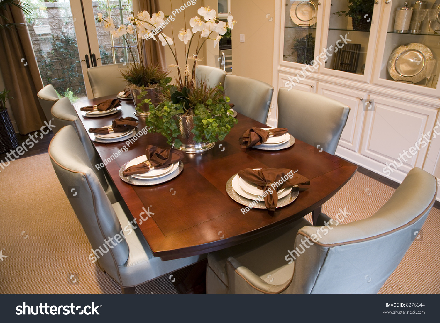 Dining table accessories - Festive Dining Table With Luxurious Accessories And Decor