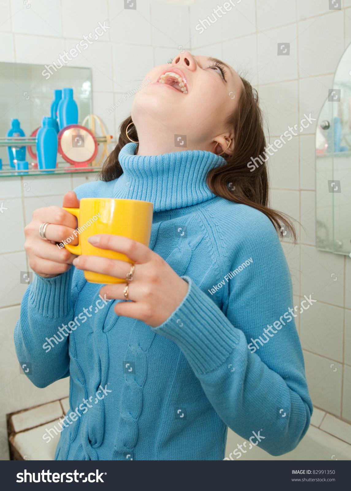 Как промыть миндалины в домашних условиях и убрать гной с