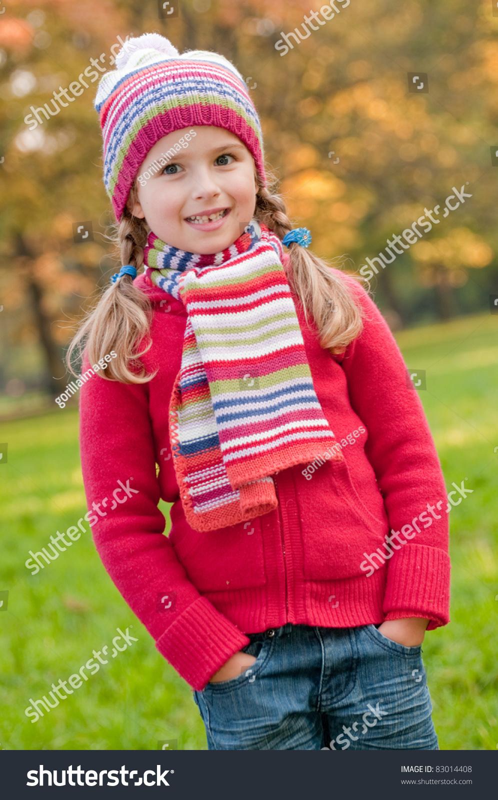 little girl in autumn park ez canvas