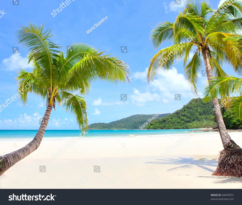 Island Beach Scenes: Beach Scene On Beautiful Island Stock Photo 84497872