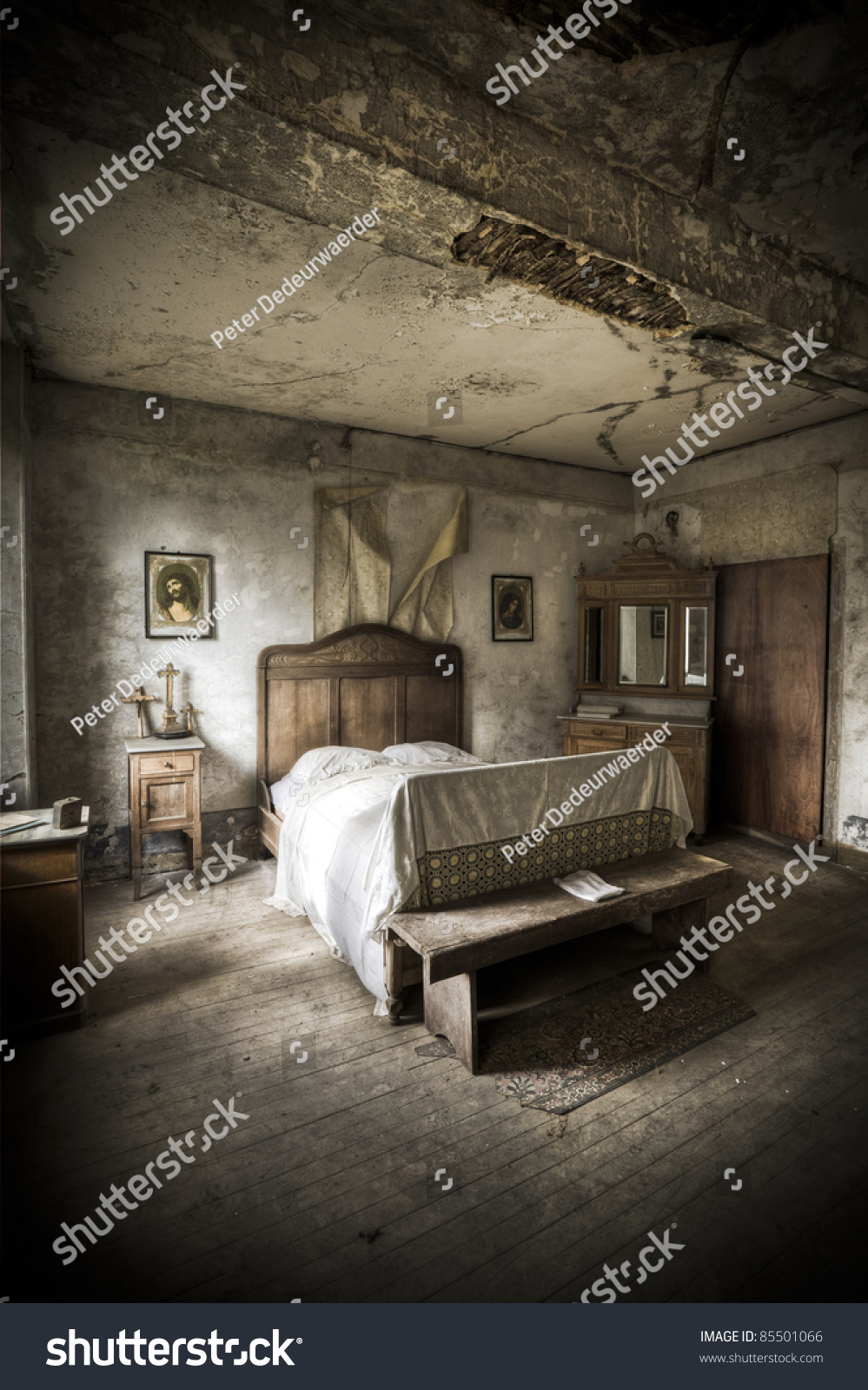 Image Gallery Scary Bedroom