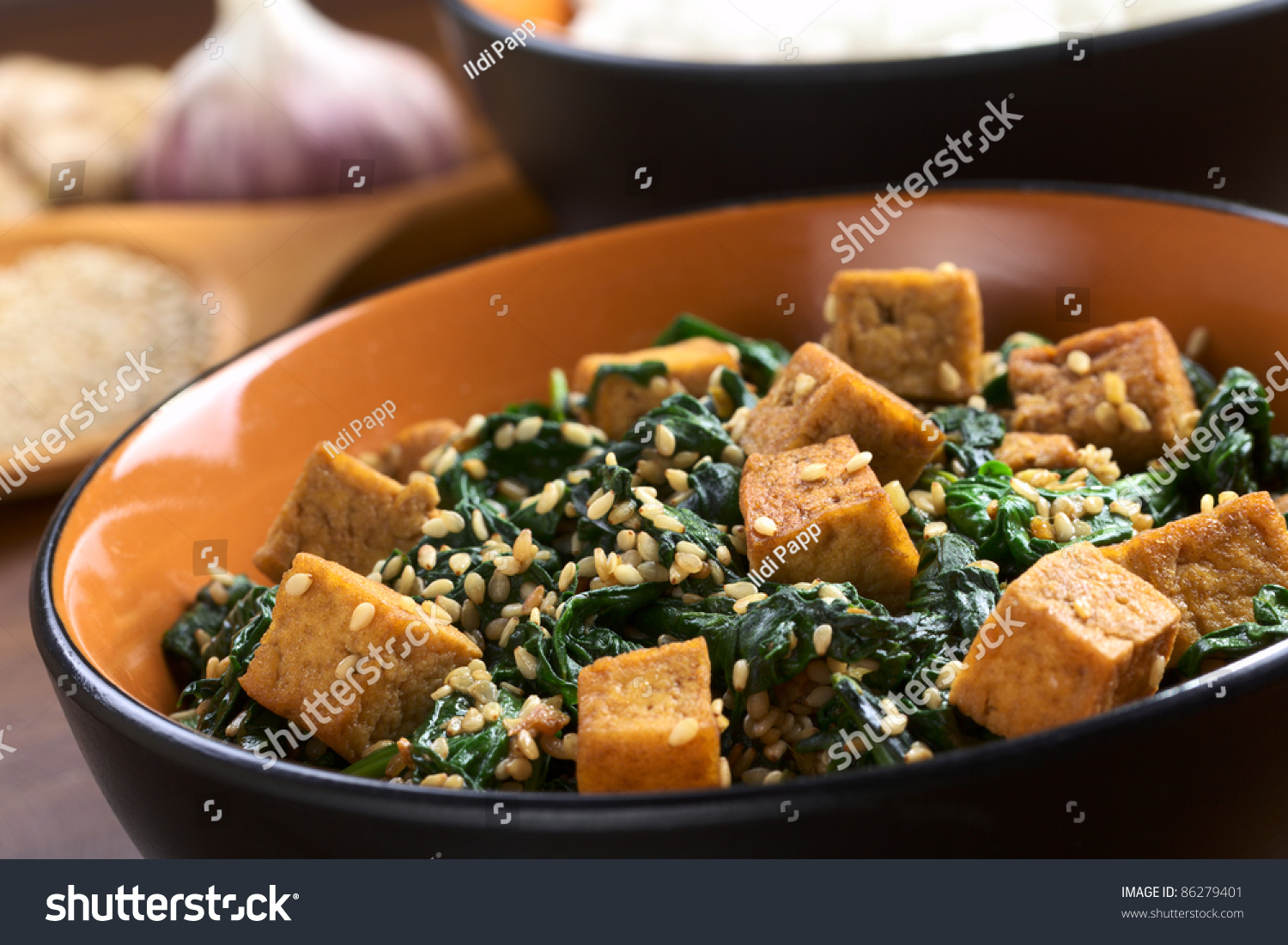 Tofu, spinach and sesame stir-fry fried with garlic and ginger ...